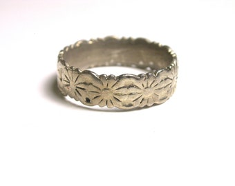 Silver Tone Floral Ring - Size 9