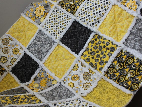 Baby rag quilt in yellow grey white black prints for Black white and gray quilt patterns