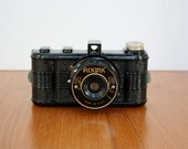 Vintage Pickwik Bakelite Camera
