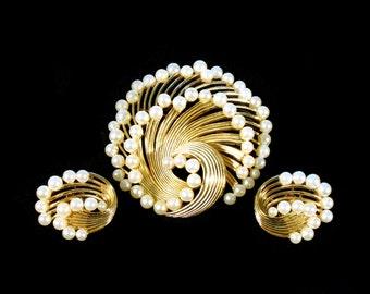 Vintage Trifari Pearl Gold Brooch & Earrings Set