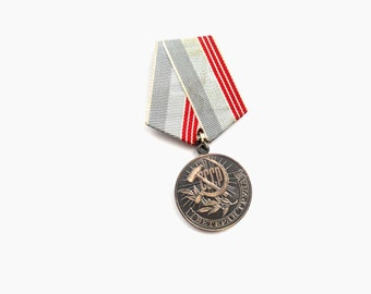 Soviet Medal Veteran of Labor / Work   Russian medal USSR era Soviet Union Soviet medal for work