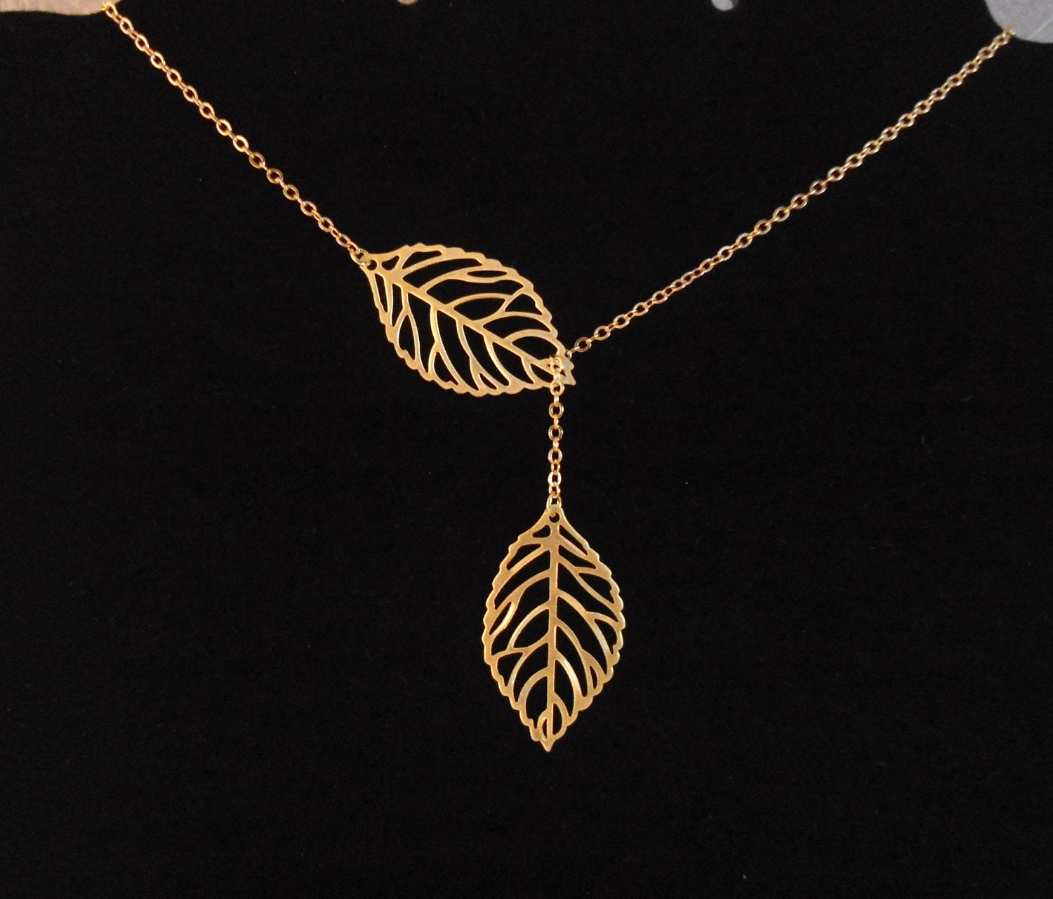 leaves lariat necklace double leaf necklace gold leaf. Black Bedroom Furniture Sets. Home Design Ideas