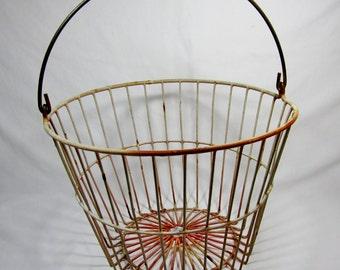 VINTAGE EGG BASKET / Pale Pink / Metal Wire Farm Gathering Basket
