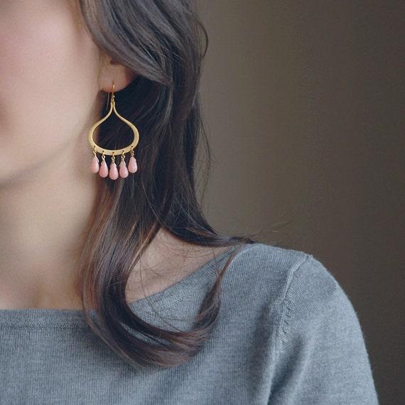 Coral and gold earrings, Beads earrings, Pink coral earrings, Coral earring, Coral earrings, angel skin coral, peach earrings