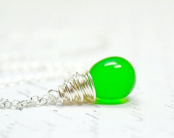 Apple Green Teardrop Necklace, Modern Necklace, Minimalist Necklace, Simple Everyday Jewelry, Wire Wrapped Green Drop Necklace, Bright Green
