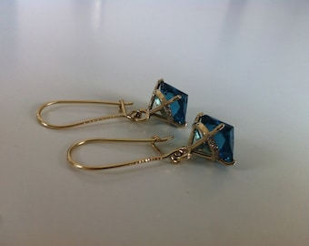 Gold 14k Dangling Earrings with diamonds and blue cubic zircon, gold earrings, dimonds and gold, earrings with daimonds.