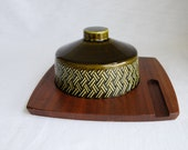 SALE - Vintage Olive Green 1960s/70s Ceramic Cheese Bell with Wyncraft Wooden Base