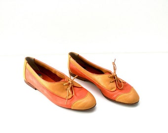VTG Leather Flats // Womens Oxford Shoes // Color Block Flats in Peach & Marigold // Ballet Flats by Antinori of Italy (size 38 // 7-7.5)