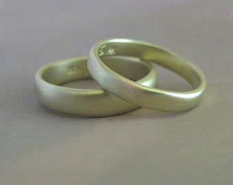 River Wedding Ring in 14k Green Gold, Organic Shape, Matte Finish