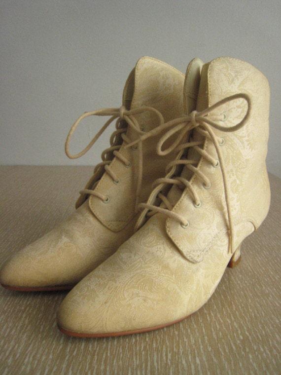 sz. 5.5 Ivory Victorian Granny Boots.  Brocade.
