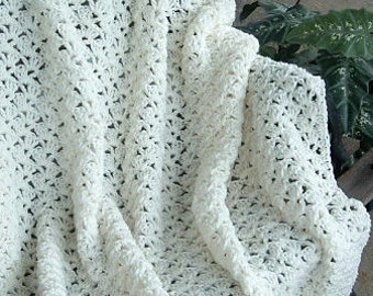 HAND CROCHETED Decorative Afghan Throw in Creamy White