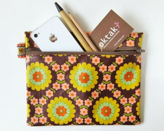 Laminated cotton zipper pouch - retro flowers on brown