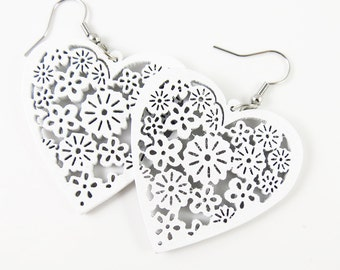 Clearance 40mm Filigree Wood Heart Pendant - Whit 24Pieces - LCEJEWJE00294-13