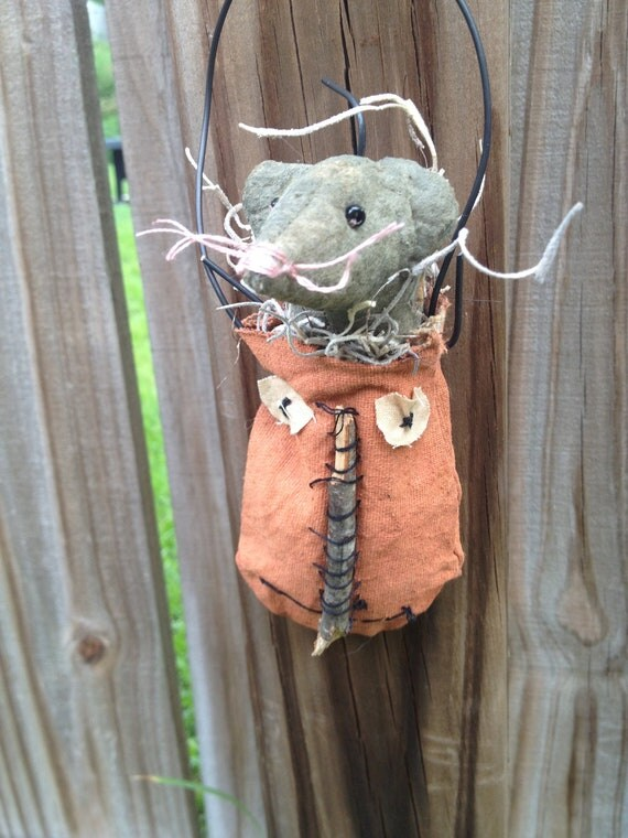 Primitive Halloween Mousie in Pumpkin