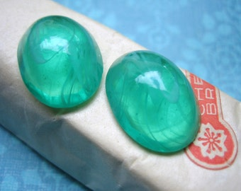 Vintage cabochons glass emerald green swirl Cherry Brand Japan cabs high dome Japan  20 x 14mm (2)