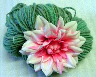 Y255 Hand Spun Wool Heathered Green  Navajo Plyed Yarn 156y 5.9 oz