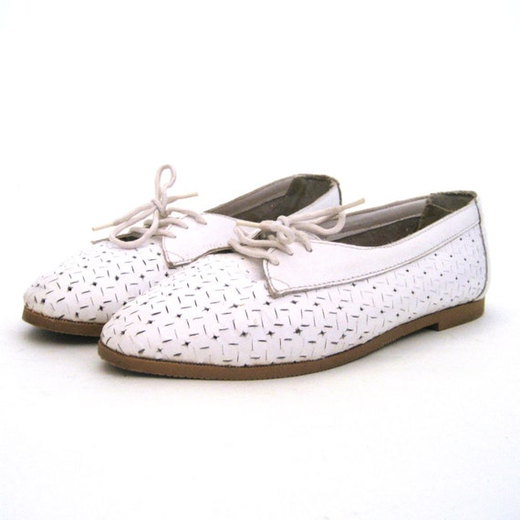 vintage White Leather Lace Up Flats with Cut Outs ..... Size 8-8.5