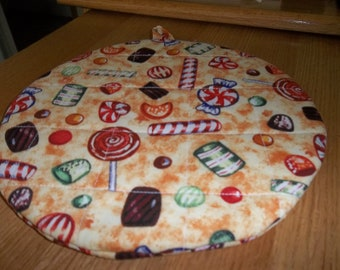 Christmas Candy Round Quilted Hot Pad Quilted Pot Holder Cotton Fabric 9 Inches Double Insulated Cream Background