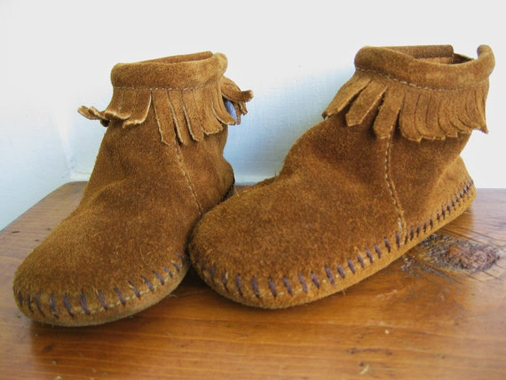 Little Hippie Chick ... Vintage Toddler Minnetonka Brown Suede Leather Moccasins Shoes Booties