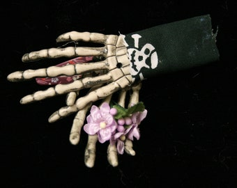 """Skeleton hands hair clips wedding bride halloween gothic """"i took her to the grave"""" -- Sisters of the Moon"""