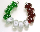 LeahBeads-Christmas Dots-Festive Lampwork Beads