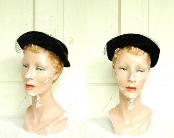 Vintage Black Velvet Hat / 1950s Black Veil Hat