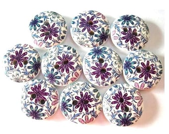 10 Wood buttons 15mm flower picture in blue and purple shades on white surface