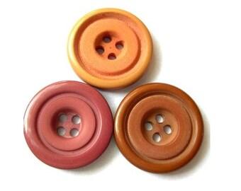 18 Vintage buttons plastic, earth colors 23mm