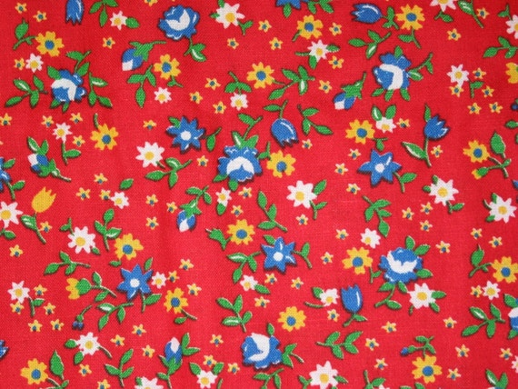 Vintage Fabric Red Calico Floral 35W Roses and Daisies