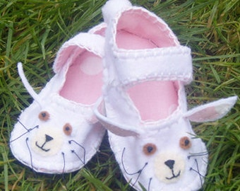 Rabbit  Baby Shoes / Felt Bunny Booties / Baby Accessories / New Baby Gift