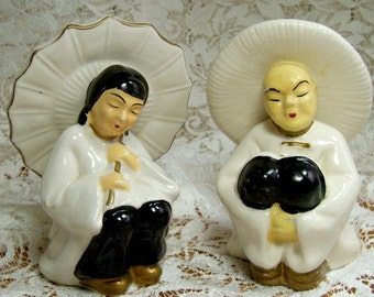 Figures - Asian Couple in White with Gilding - Sitting - Japan