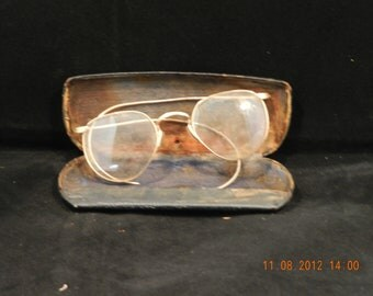 Antique Early 1900's Gold Rim Eye Glasses in Original Case