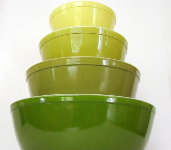 Vintage Pyrex Verde Mixing Bowl Set