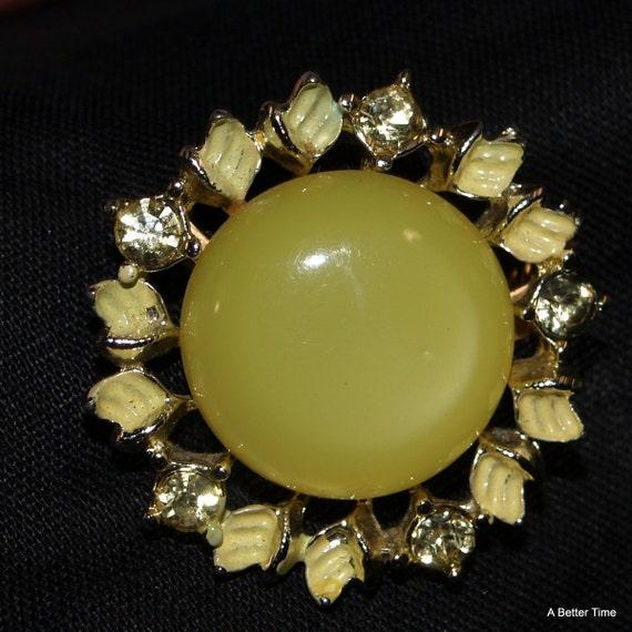 Custard yellow glass pin brooch