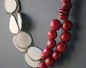 Rojo y Blanco Nut Necklace