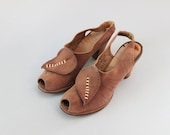 Vintage 1940s Shoes / 40s Suede Peeptoes / Leaf Applique Heels
