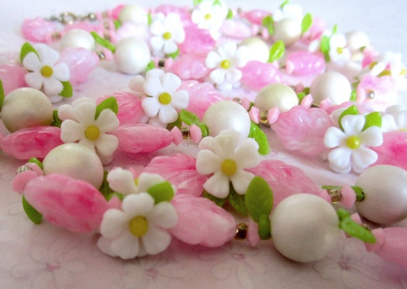vintage plastic pink flower daisy bead necklace - j4912