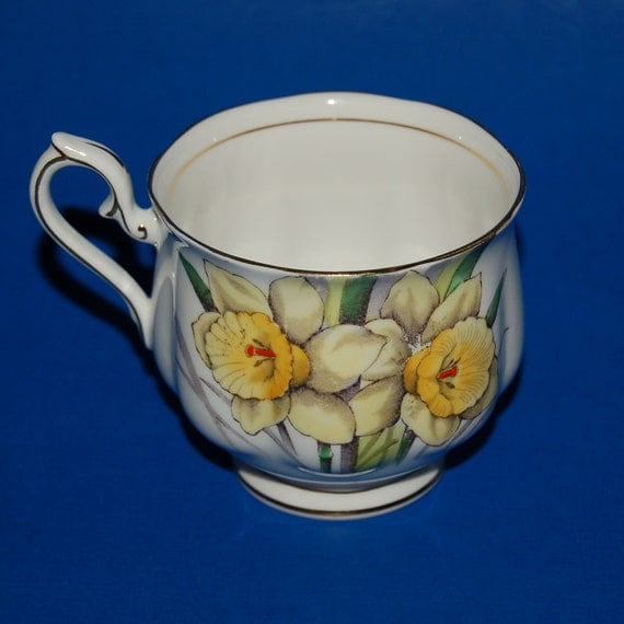 Vintage Royal Albert Daffodil Flower of the Month Teacup Fine Bone China 1940s Tea Cup