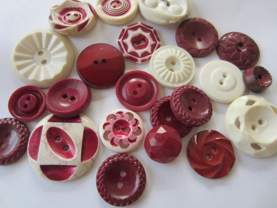Vintage Buttons - Cottage chic mix of fall burgandy and off white, old and sweet -  lot of 22 (2503)