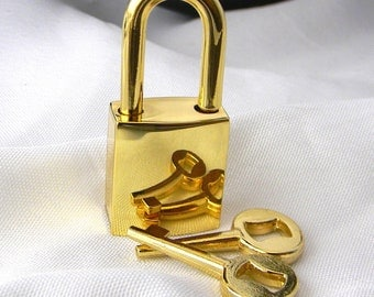 Small Gold Tone Polished Padlock/clasp.