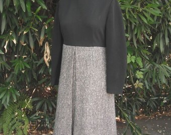 Vintage 1970s Knit Dress / Two Tone Career Dress