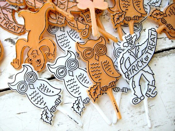 Vintage Halloween Cupcake Toppers, ORange and WHite, a Set of Twelve Toppers For Your SPOOKY Halloween Cupcakes