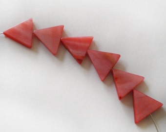 14-15mm Blush Pale Red Mother of Pearl triangle beads - 6pcs