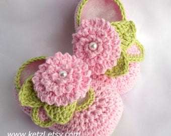 Crochet Baby Patterns Baby Booties Crocheted Booties Shoe pattern with flowers leaves pearls beautiful baby pink for new baby newborn