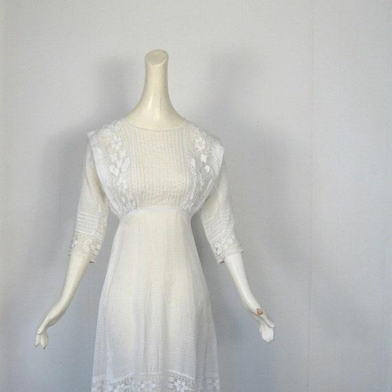 Vintage Edwardian Dress / Wedding Dress / White Tea Dress / Filet Lace / XS