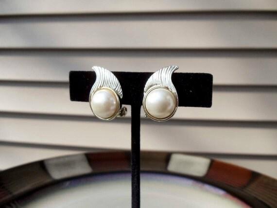 Vintage Pearl gold earrings PAT NO 2752764 circa 1956