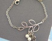 Pine Cone Bracelet, Branch Bracelet, Twig Bracelet, Pine Cone Jewelry, Pearl Bracelet, Winter Wedding, Chain Bracelet