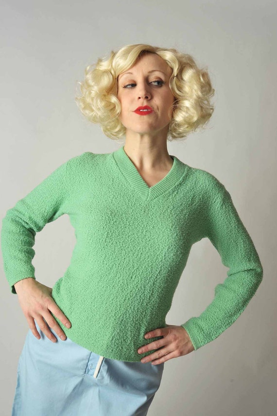 Vintage 1950s Top // Spring Green V-Neck Pin Up Sweater