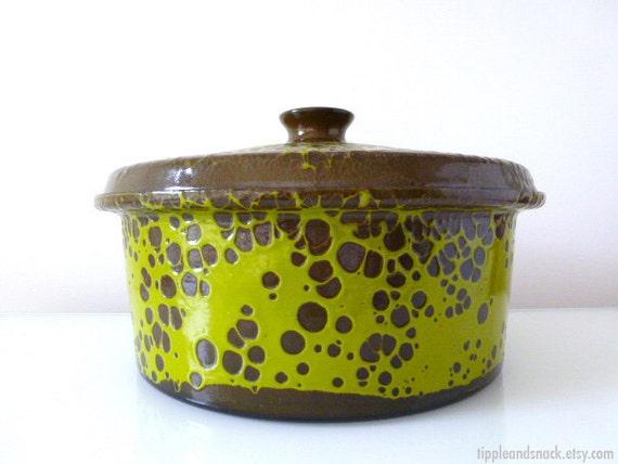 Hanova of Pasadena Green Lava Enamelware Casserole Pot
