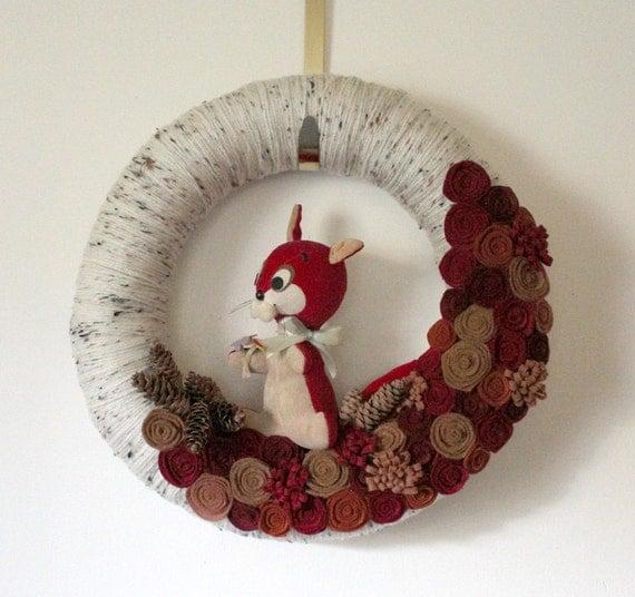 Red Squirrel Wreath, Autumn Wreath, Fall Wreath, Yarn and Felt Wreath, 14 inch size